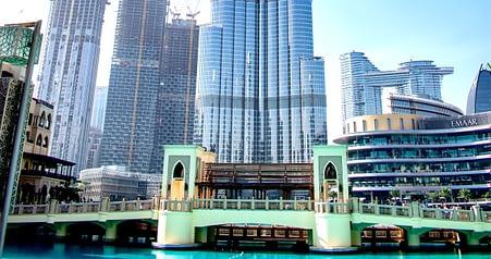 Bridge from Dubai Mall to Souq Al Bahar bridge
